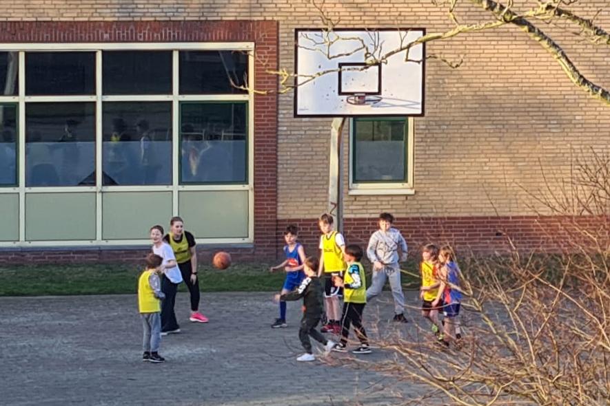 Buiten ballen voor de jeugd!